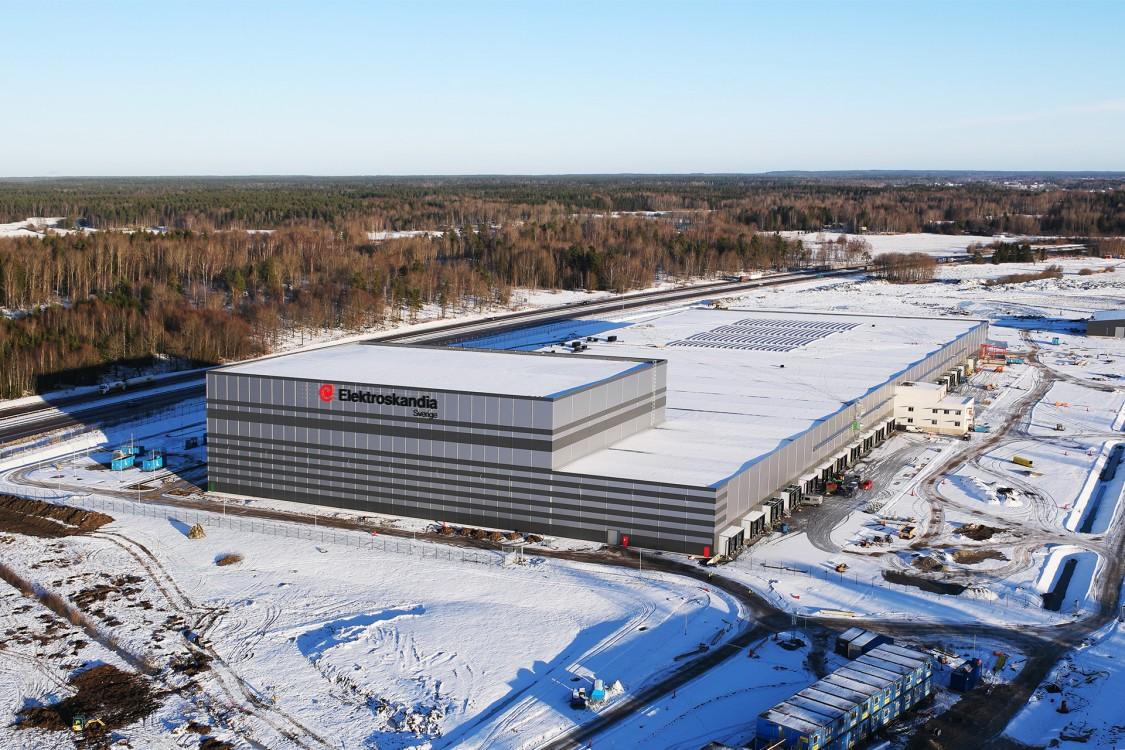 I oktober 2015 togs det första spadtaget; i mars 2017 stod det 43 500 m² stora centrallagret i Munkatorp i Örebro färdigt. I september ska det vara i full drift. 4 000 m² solceller på taket ger 250 kW (670–720 V DC).