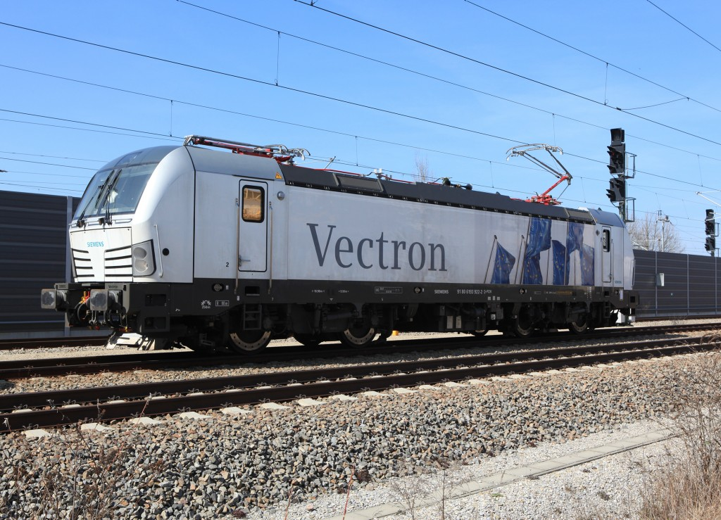 The photo shows the Vectron AC.