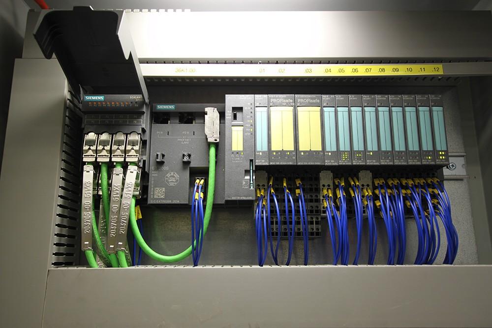 Industriell nätverkskommunikation med integrerad säkerhet: Scalance X, Profinet, Profisafe, IM151-8F PN/DP-cpu och Simatic ET 200S.