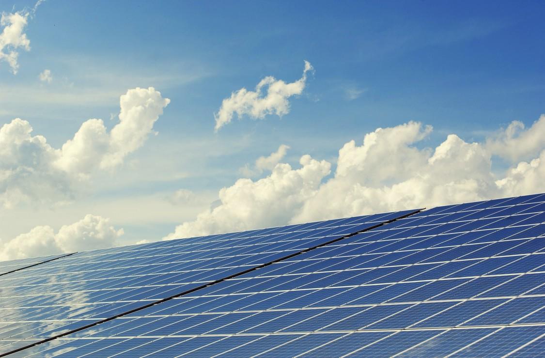 Siemens kan tilbyde produkter til komplette PV solfarme til både private og offentlige kunder, der bliver koblet direkte til elnettet.
