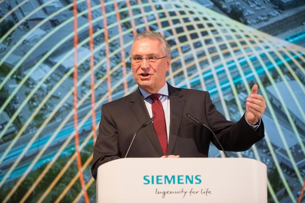 Joachim Herrmann bei der Grundsteinlegung zum Siemens Campus Erlangen