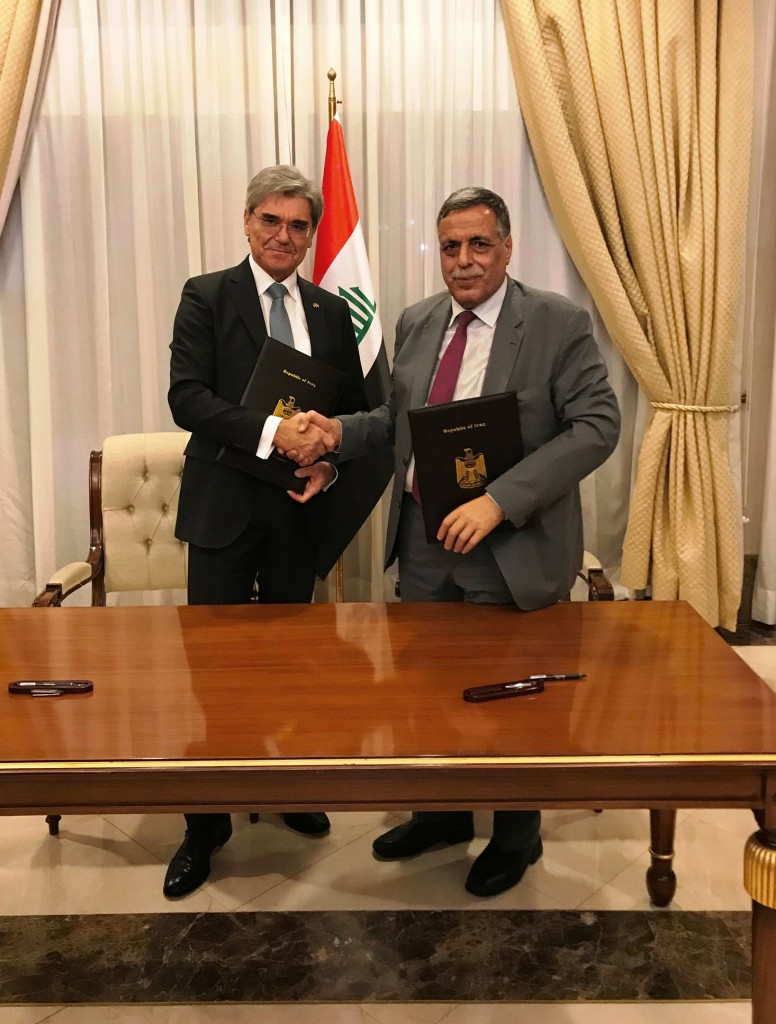 The picture shows Joe Kaeser, President and CEO of Siemens AG, and Qasim Al-Fahdawi, Minister of Electricity.