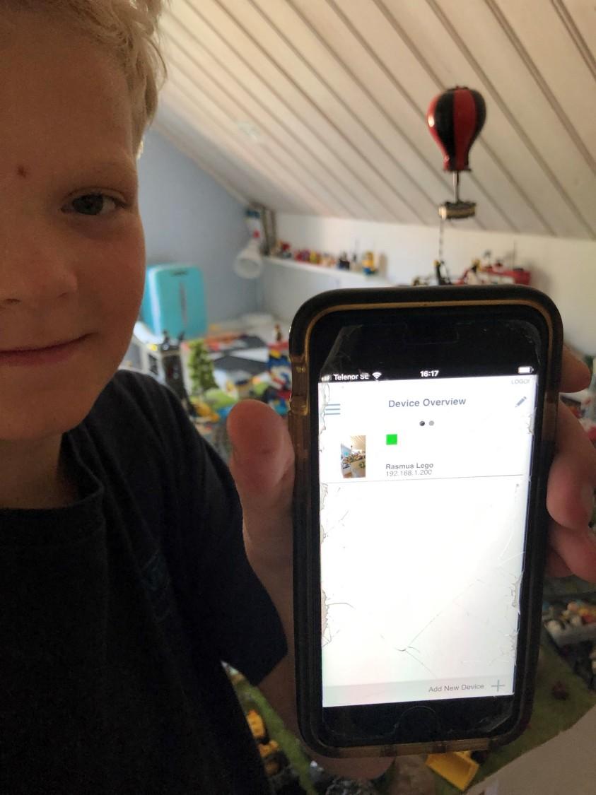 Rasmus Åberg styr sin Legovärld med en Logoapp.