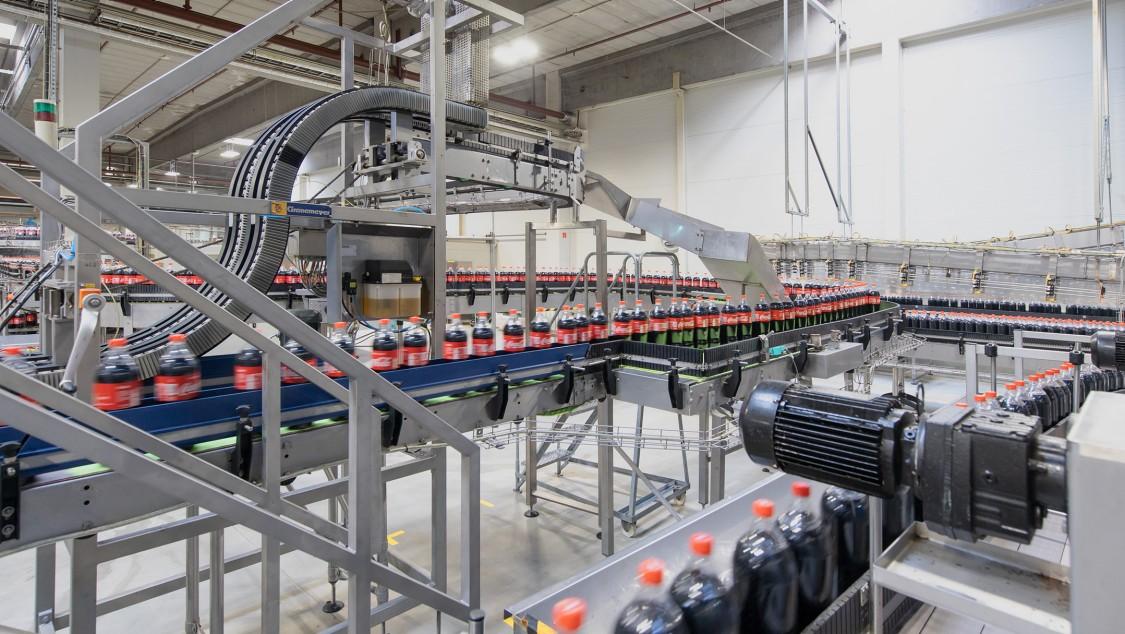 Die Produktion der PET-Flaschen ist einer der Verbrauchsschwerpunkte
