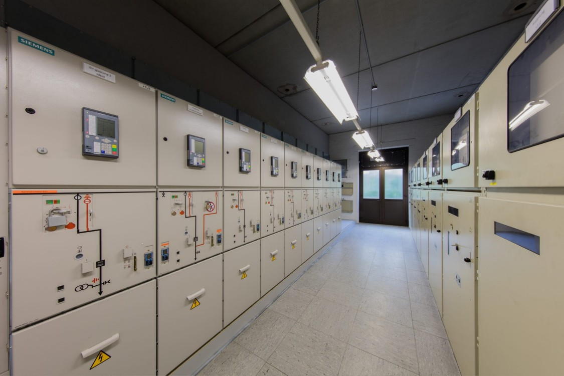 Medium voltage power distribution products