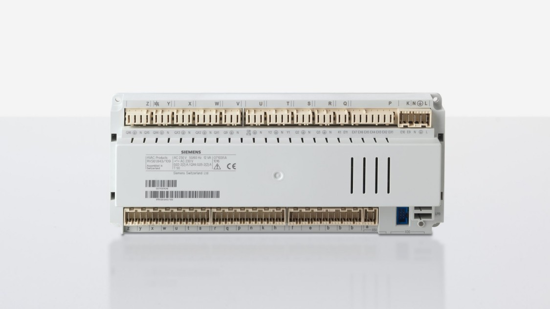 Heat pump controller with housing and RAST5 connection facility for easy wiring. For split heat pump systems with third- party outdoor units, the extensive Modbus communication offers flexible and sophisticated solutions with no need for extra engineering.