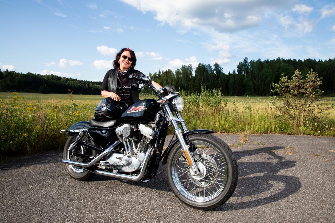 Merja Salovaara ja Harley-Davidson