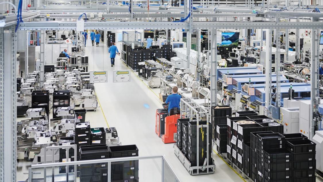 Siemens AG   Fürth   Deutschland Blick in Produktionshalle