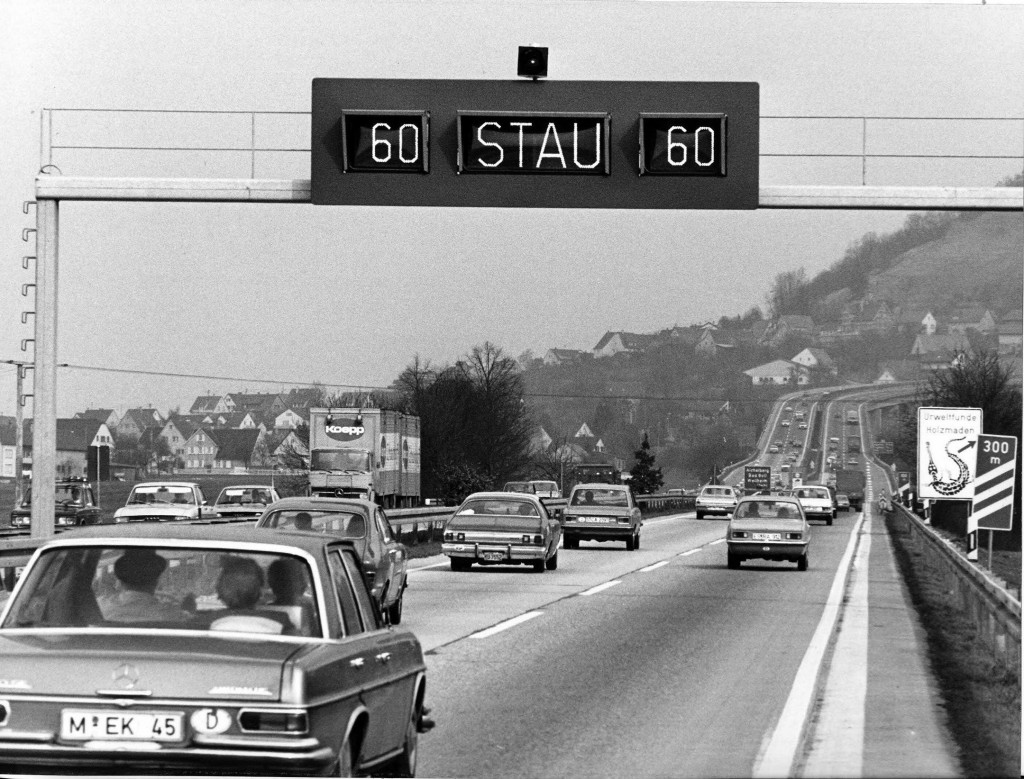 Stauwarnanlage auf der Bundesautobahn Stuttgart-München