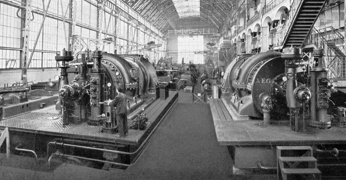 Lichtdurchfluteter Maschinensaal – Innenansicht der Montagehalle aus Blickrichtung Norden, Reproduktion einer Aufnahme von 1909/1910