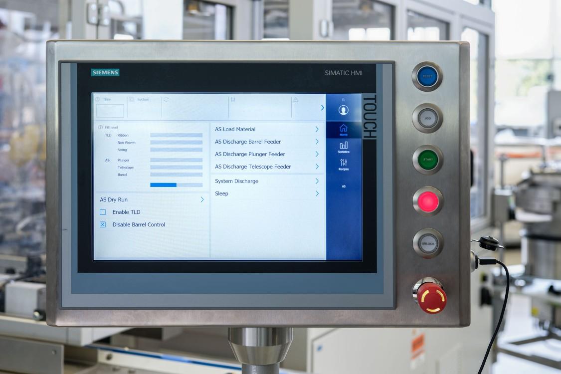 Das Sinamic HMI der Anlage schnitt Ruggli gemeinsam mit Siemens exakt auf die Bedürfnisse des Kunden zu