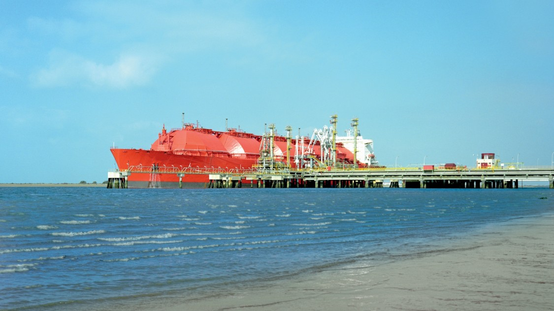LNG Tanker am Terminal in Huelva