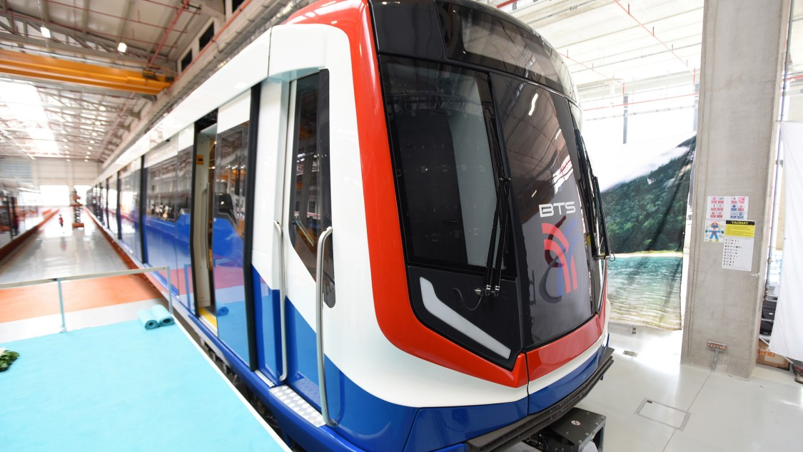 First four-car train for Bangkok's Green Line extension