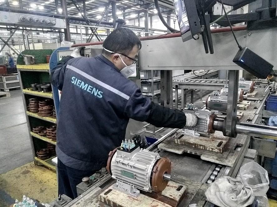 SSML员工加急生产天加的第二批订单。