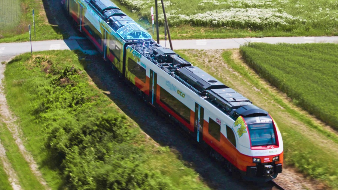 Hybrid drive systems for commuter and regional trains