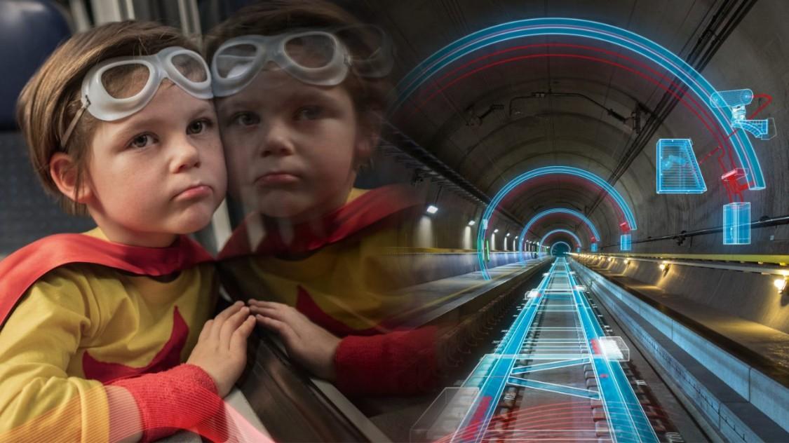 Kleiner Junge fährt durch Gotthard-Tunnel