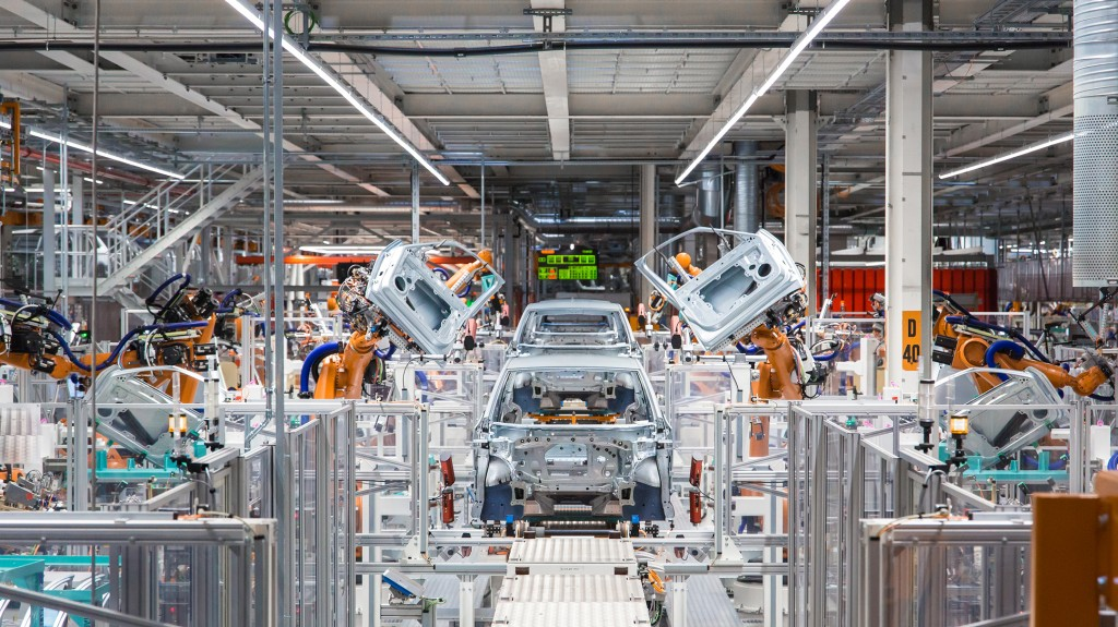 Siemens supports Volkswagen  to develop digitized electric car production