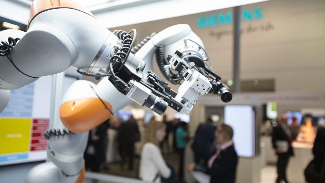借助人工智能实现自优化工厂