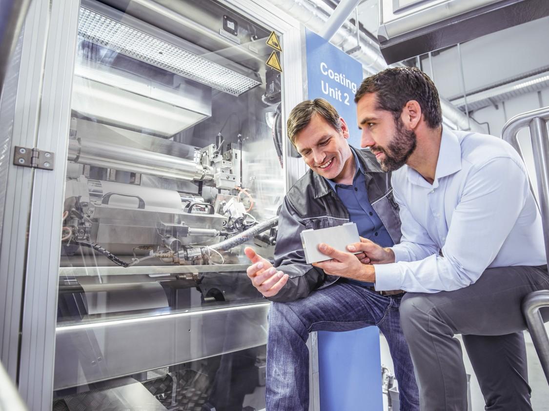 Mit dem Digital Enterprise unterstützt Siemens die Hersteller und Maschinenbauer der Batterieindustrie