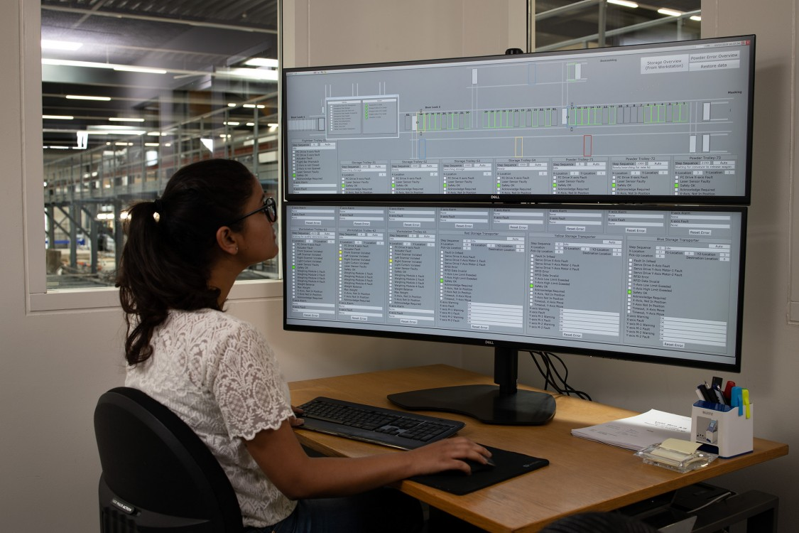 SCADA engineer in front of the WinCC system