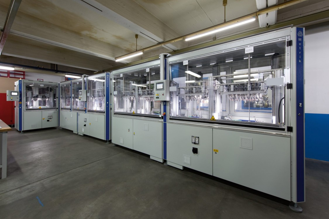 Cost-saving, space-optimized plastic welding systems