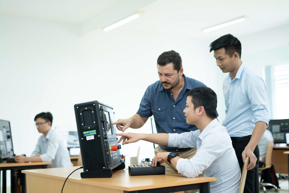 Siemens trains the trainers for NX in machine tools