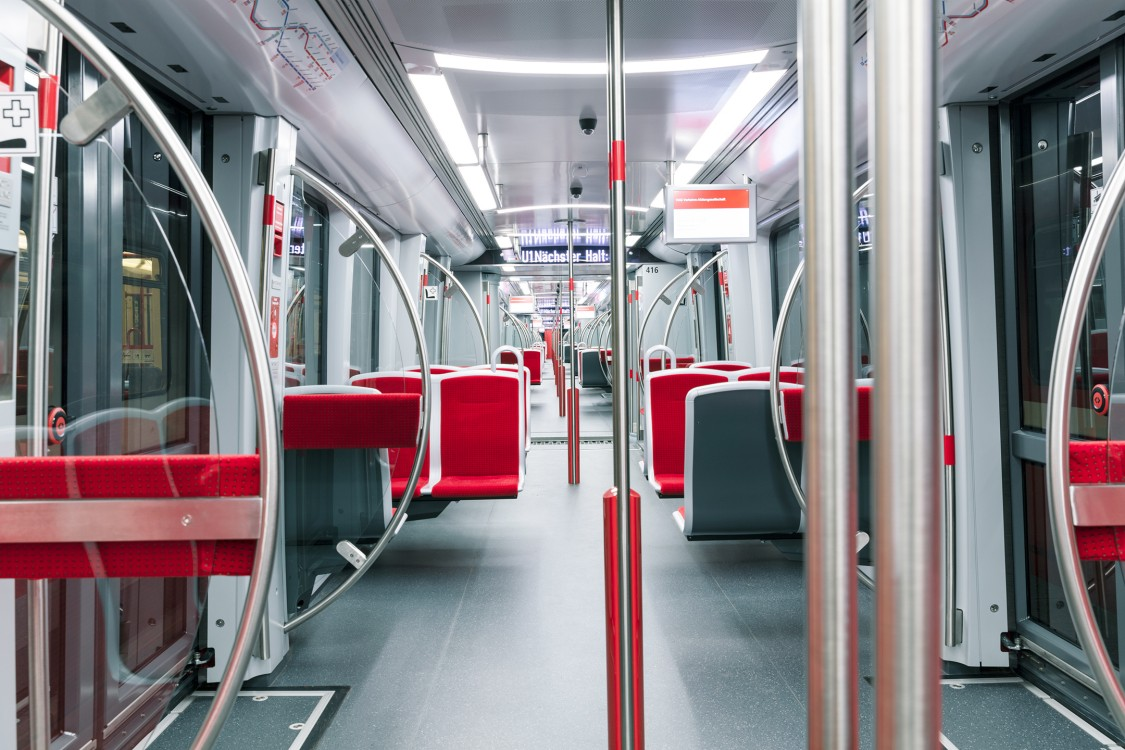 Generous multifunction areas, an unobstructed passageway throughout the train and air conditioning of the passenger area ensure a high level of passenger comfort.