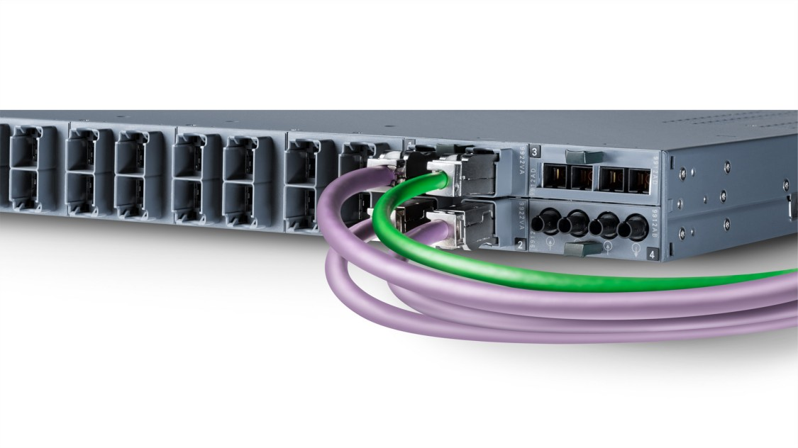 Detailed view of the SCALANCE XR-300 rack switch with PROFIBUS and PROFINET cables