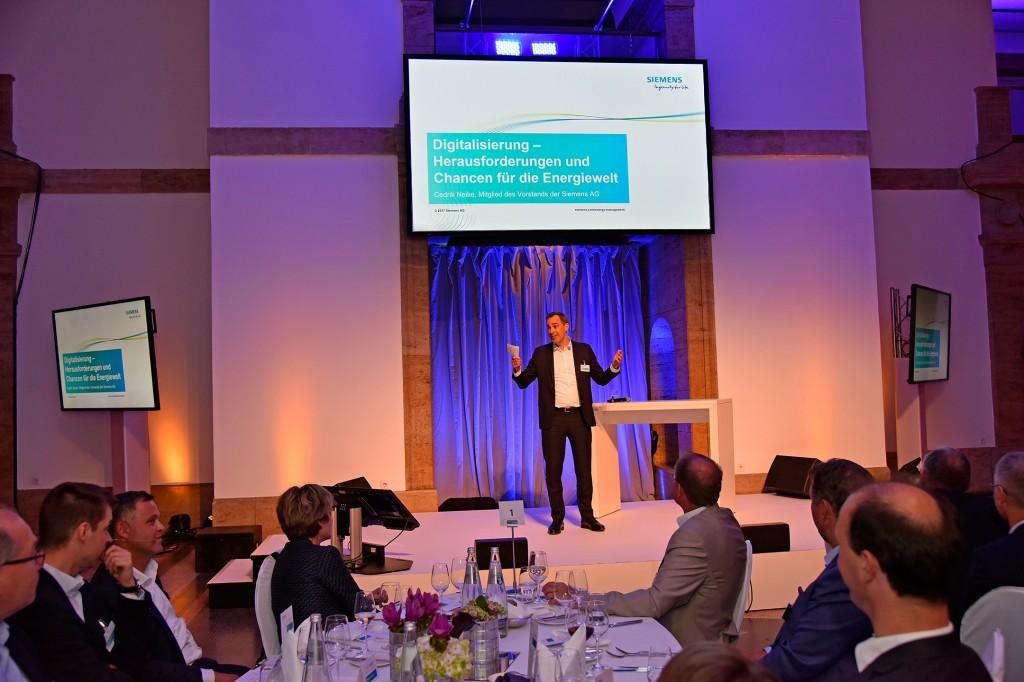 Cedric Neike spricht über Digitalisierung