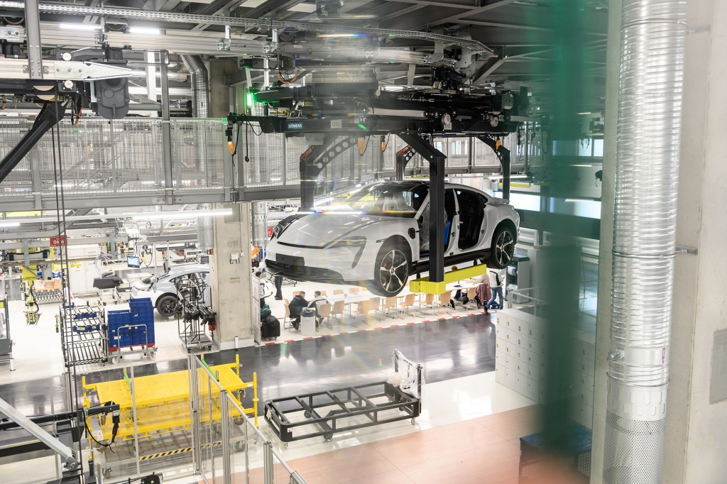 Flexible production on multiple levels with the help of Siemens technology