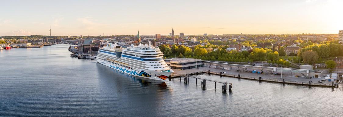 Lösungen von Siemens ermöglichen im Seehafen Kiel, zwei Liegeplätze gleichzeitig mit grünem Landstrom zu versorgen