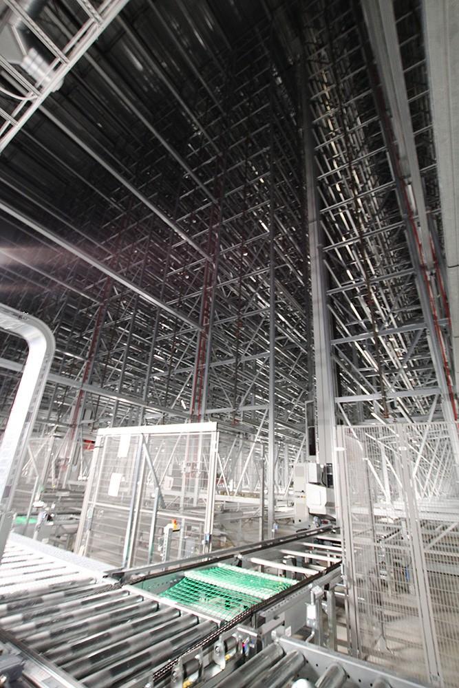 Det helautomatiserade kranlagret styrs av Siemens styrsystem.
