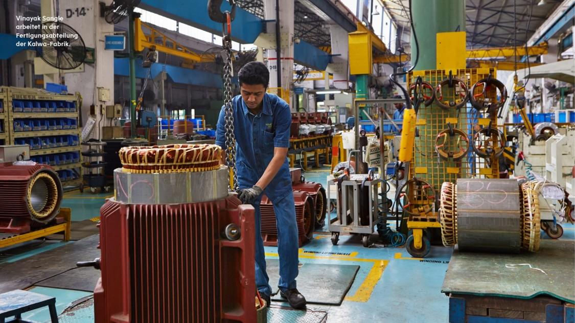 Vinayak Sangle arbeitet in der Fertigungsabteilung der Kalwa-Fabrik