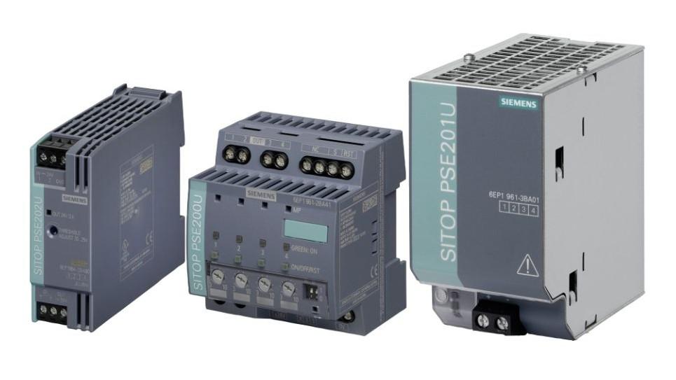 três módulos de expansão de sistemas SITOP da siemens em fundo branco