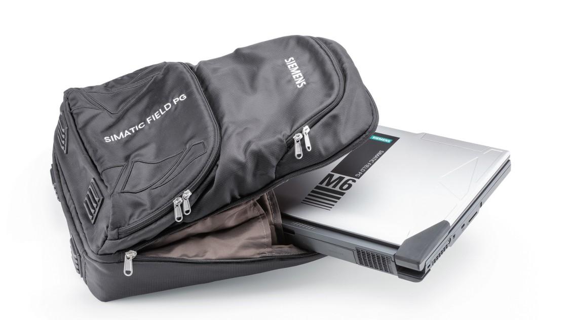 Plecak Field PG z laptopem lekko wsuniętym