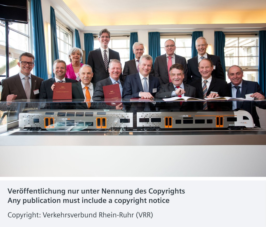 In the picture (front row from left to right): Dr. Guido Streit, Deputy Chairman SPNV; Heiko Sedlaczek, CEO Association Local Transport Rhineland (NVR); Dr. Wilhelm Schmidt-Freitag, CEO NVR; Martin Husmann, Board Spokesman Transport Association Rhine-Ruhr (VRR); Dr. Jochen Eickholt, CEO Siemens Division Mobility; Michael Groschek, Minister of Transport North Rhine-Westphalia; Christian Manz, Chairman Regional Association of Westphalia-Lippe (NWL) and Burkhard Bastich, CEO NWL.