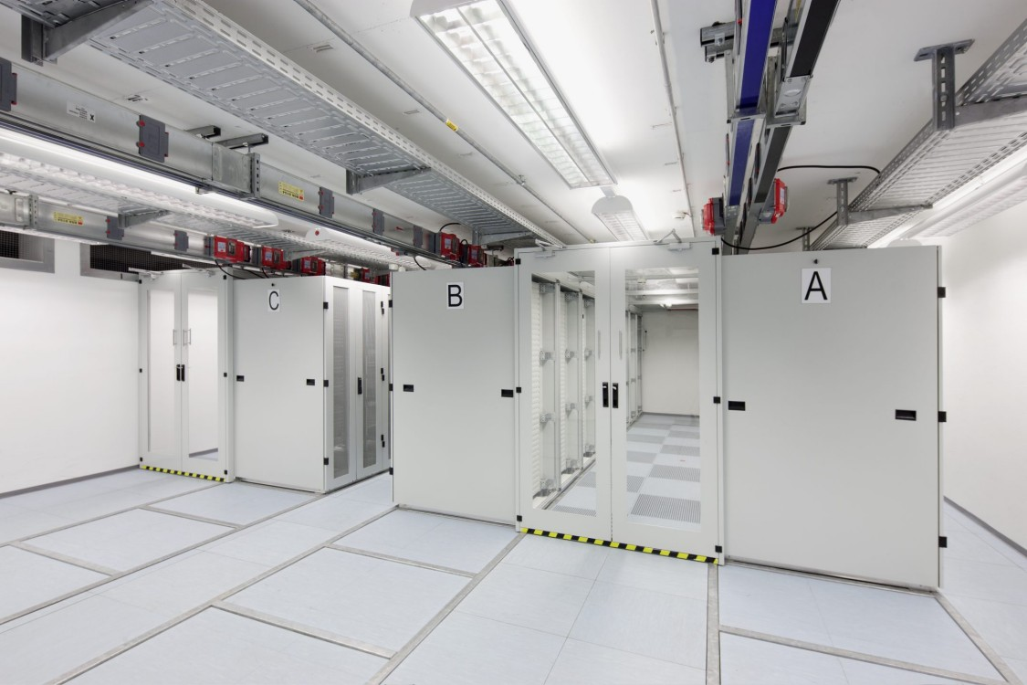Maximum availability for data centers with fire safety from Siemens
