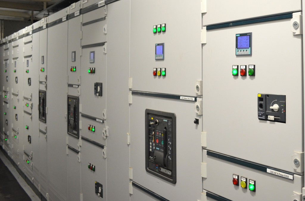 The picture shows the Sivacon S8 low-voltage switchgear panel.