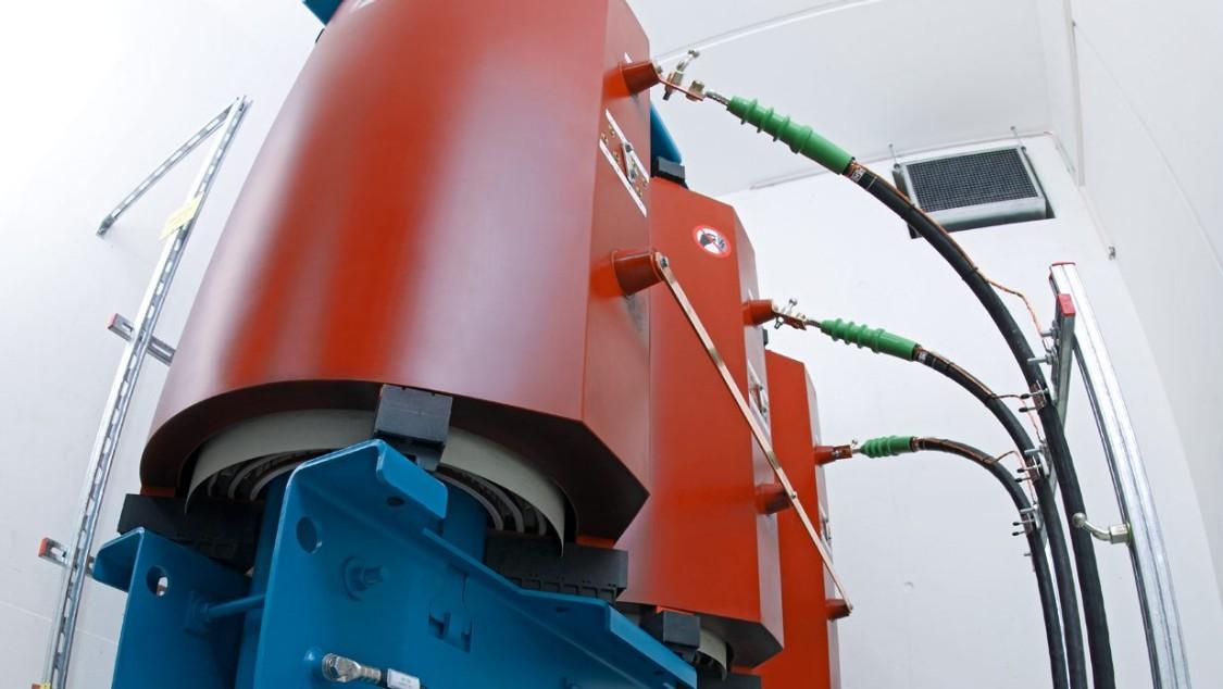 Transformadores retificadores da Siemens para o sistema de alimentação de tração CC.