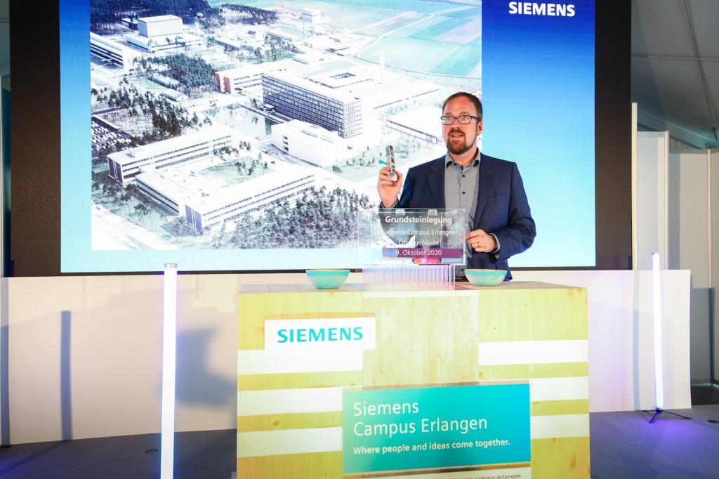 Oberbürgermeister Dr. Florian Janik bei der Grundsteinlegung Laborgebäude Siemens Campus Erlangen