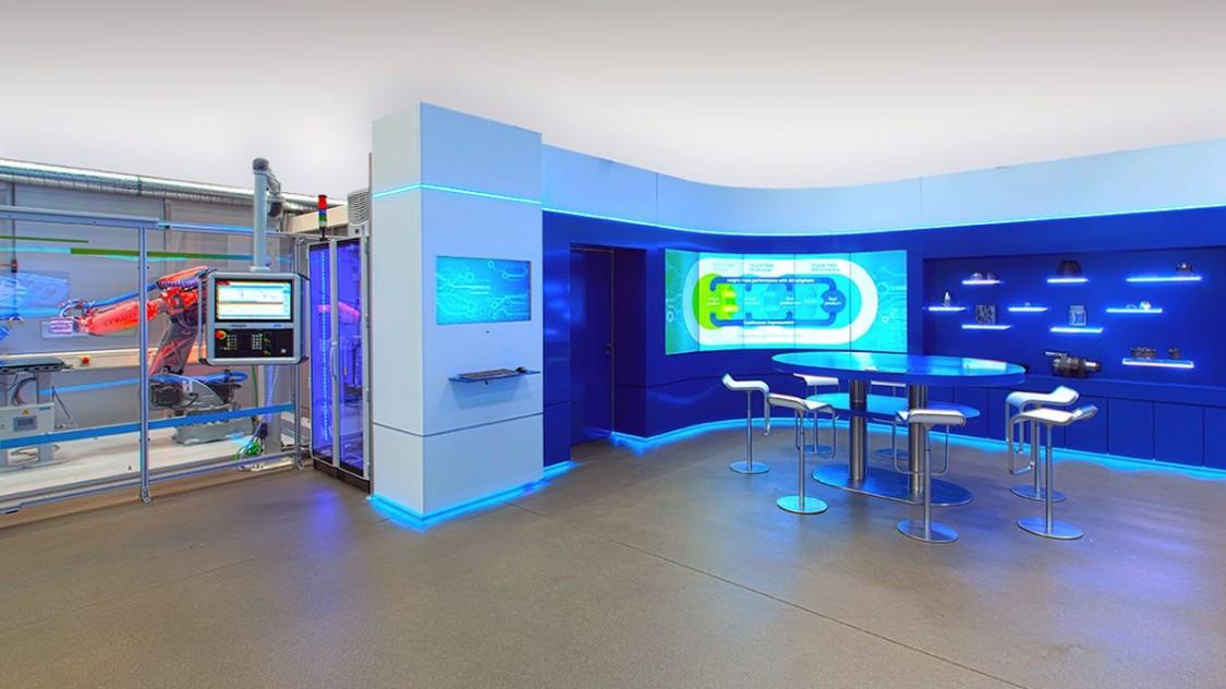 Sie erhalten eine Einführung in die Vorteile des Additive Manufacturing-Netzwerks, einen MindSphere-Zugang zur DMG AM-Maschine sowie zur virtuellen Fabrikplanung, was durch ein Beispiel für das Drucken einer Weiss-Spindel veranschaulicht wird.