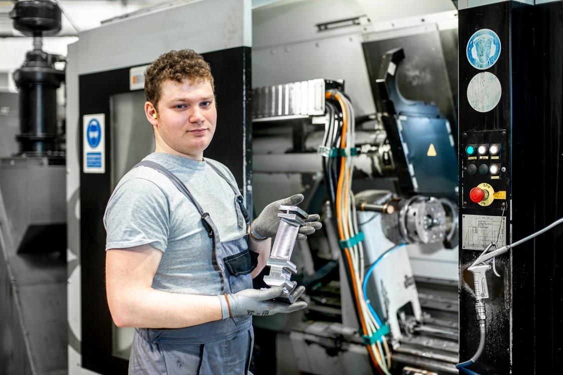 Gépi és CNC forgácsoló (2 év)