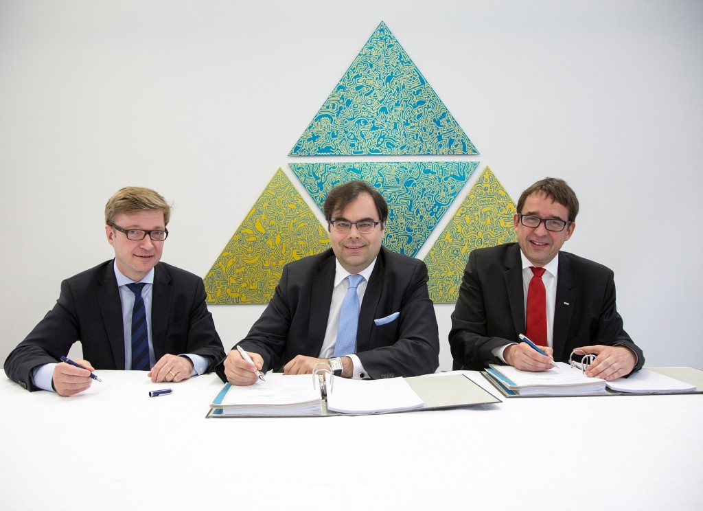 Contract signing - Twelve Siemens streetcars for Ulm, Germany