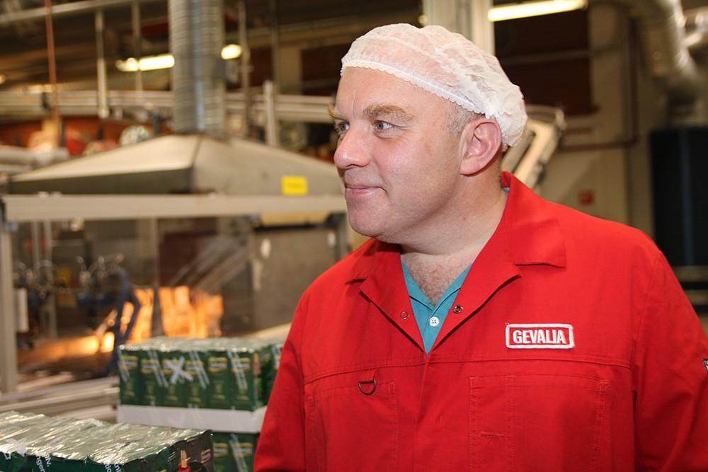 Lars Rehnqvist är Integration and Engineering Specialist på Jacobs Douwe Egberts fabrik i Gävle. Här är produktionen så kostnadseffektiv att man har tagit över espressoproduktionen från Italien.