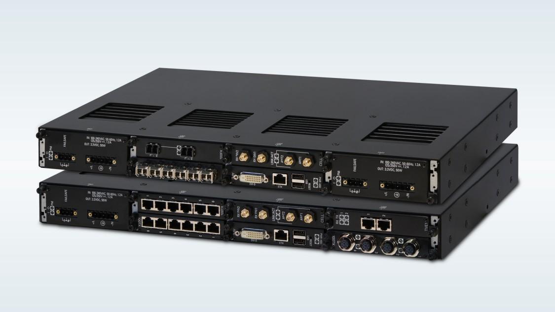 Dies ist eine Produktaufnahme der RUGGEDCOM RX1500 Familie mit modularen Layer-2 und Layer-3 Switches und Routers.