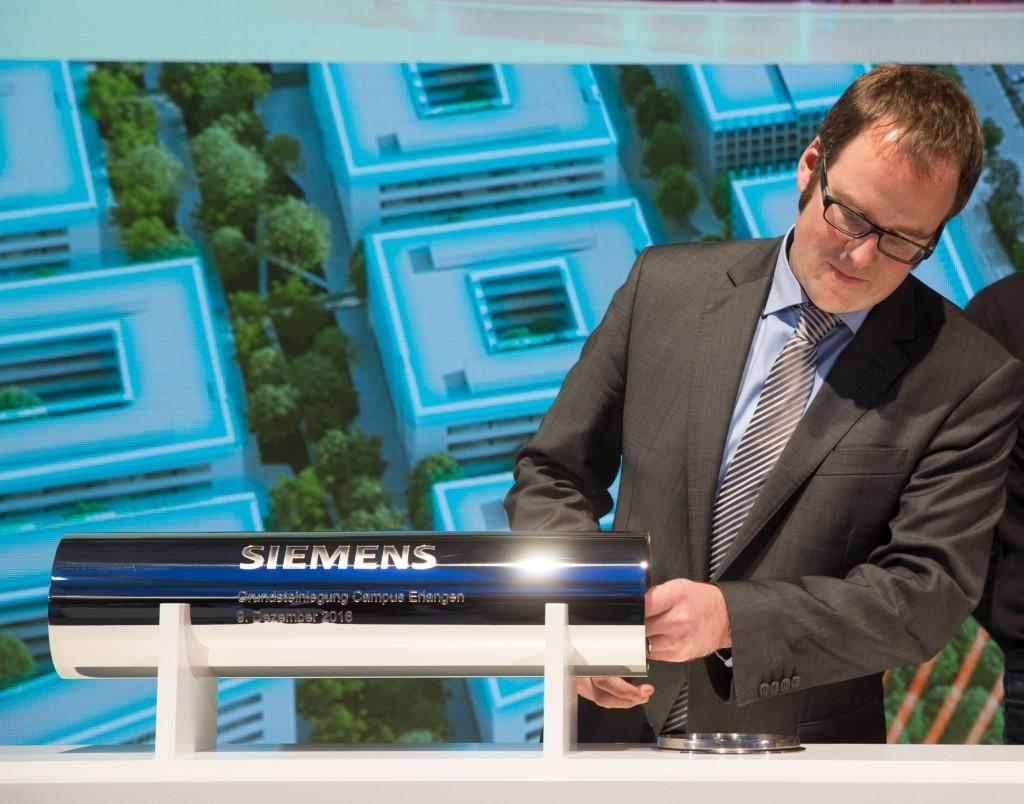 Dr. Florian Janik bei der Grundsteinlegung zum Siemens Campus Erlangen