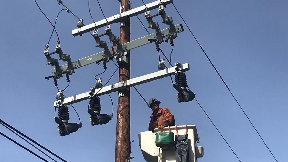 Medium-voltage power distribution products