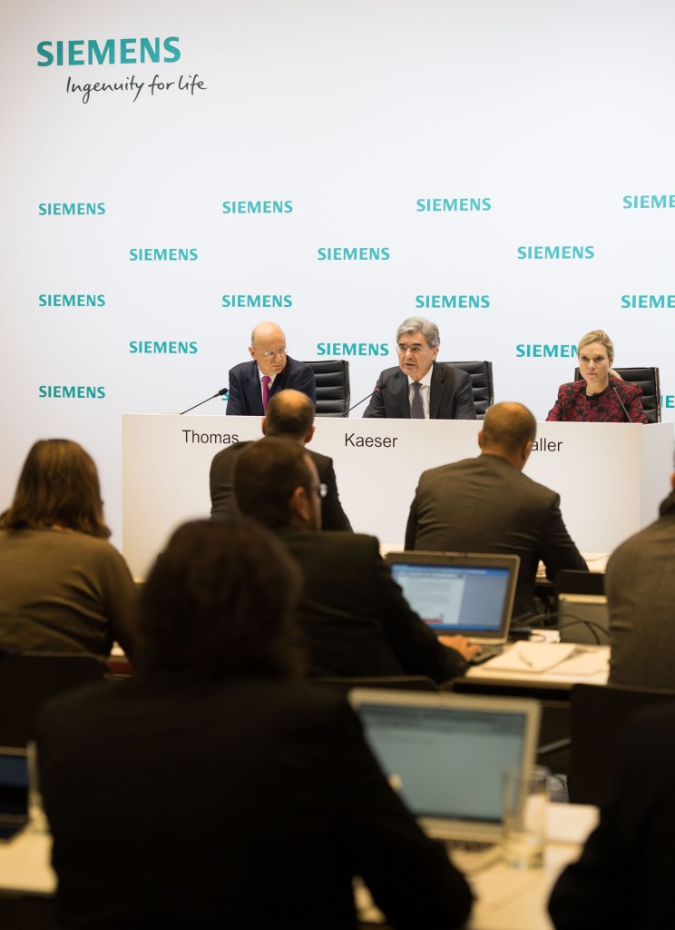 Ralf P. Thomas, Member of the Managing Board and Chief Financial Officer Siemens AG; Joe Kaeser, President and Chief Executive Officer Siemens AG and Clarissa Haller, Head of Communications Siemens AG, during the Annual Press Conference 2016 in Munich (from left to right).