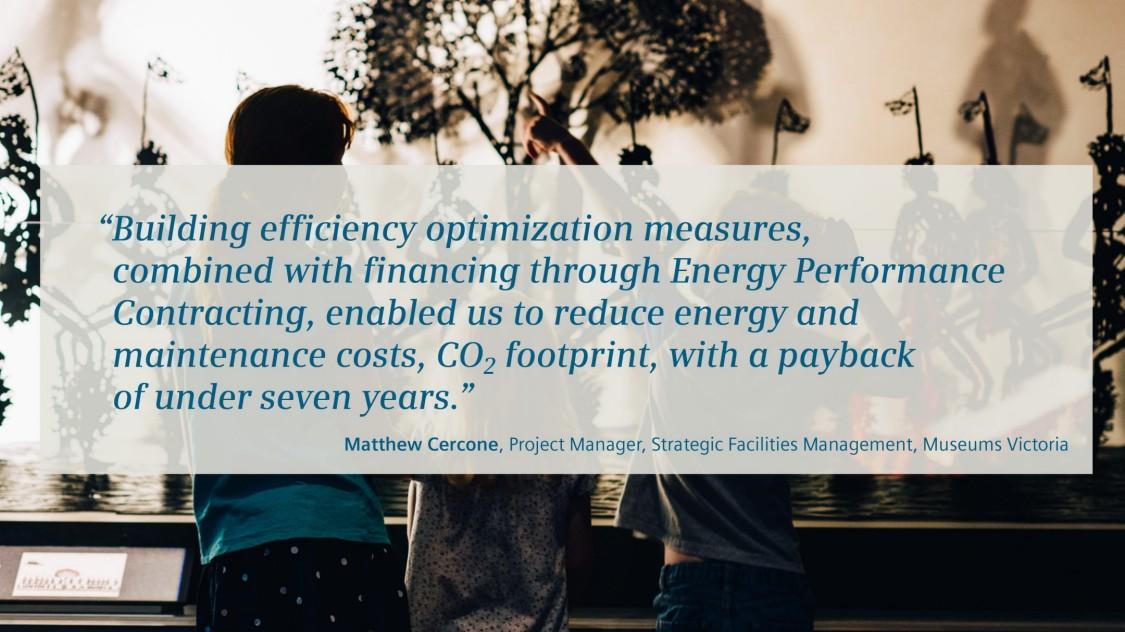 """博物馆中的孩子,引用了维多利亚博物馆负责战略设施管理的项目经理 Metthew Cercone 的话:""""楼宇建筑效率优化措施与通过合同能源管理进行融资相结合,使我们能够降低能源和维护成本和二氧化碳排放量,在 7 年内即可实现投资回报。"""""""
