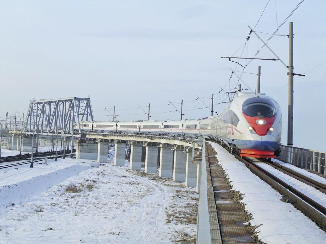 Ein Bild des Velaro Russia in St. Petersburg, Russland, der trotz schwieriger Umweltbedingungen 99 Prozent Zugverfügbarkeit bietet